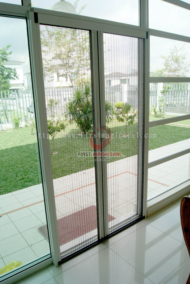 Chain type folding insect screen products folding door for Invisible fly screen doors